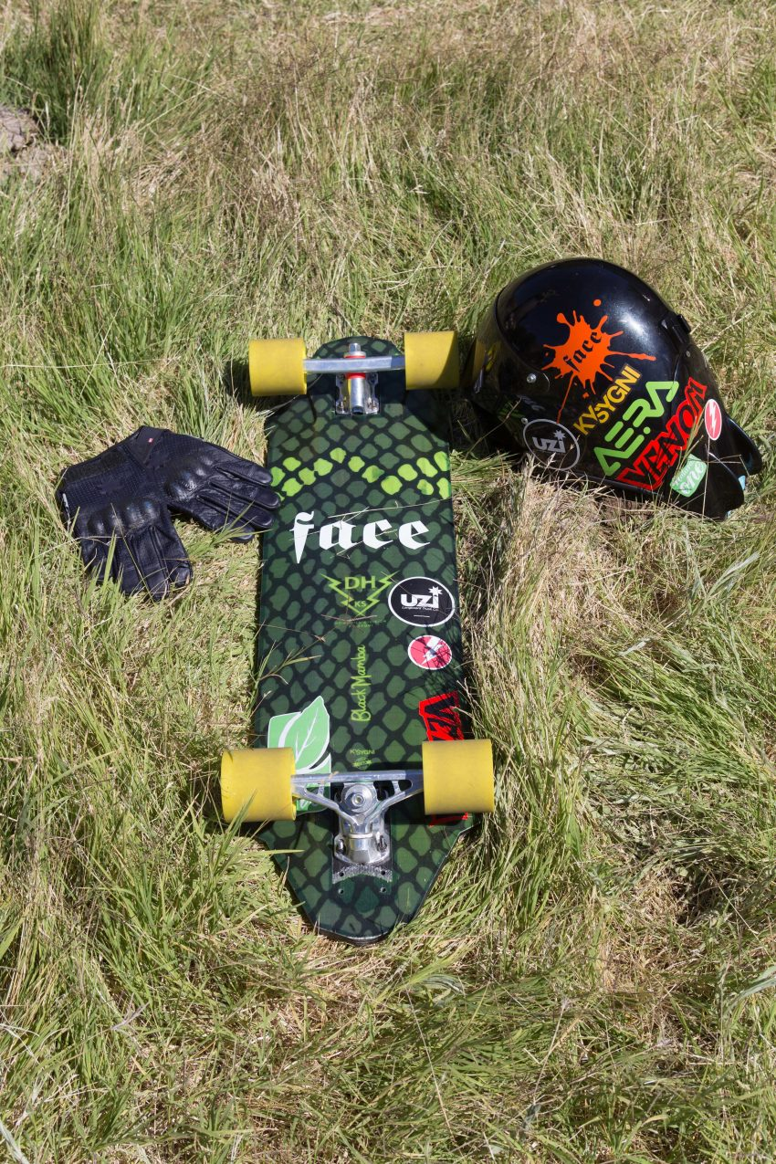 Carlos Paixão Deck: Black Mamba Kysygni Trucks: Aera Wheels: Face Skate Fast Elephant Bearings: Uzi Grip Tape: Uzi